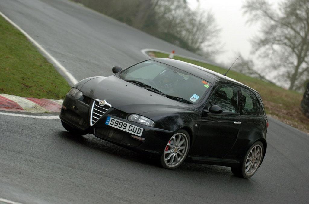 Alfa Romeo 147 GTA: Фотогалерея, полная информация о модели ...