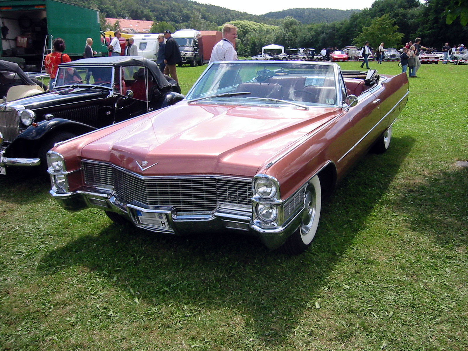 Cadillac DeVille Convertible: 2 фото