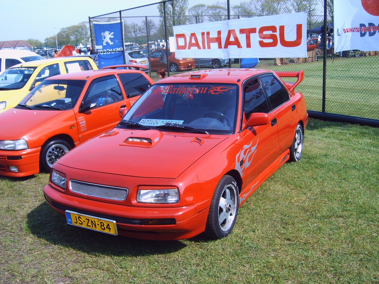 Daihatsu Applause: 6 фото