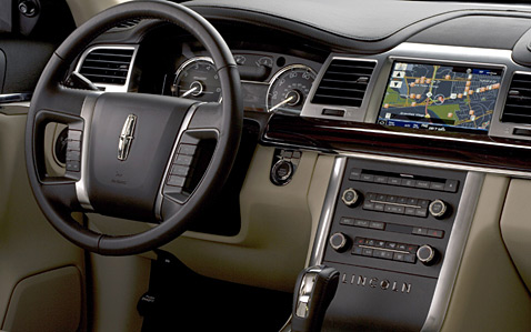 Lincoln MKS: 7 фото