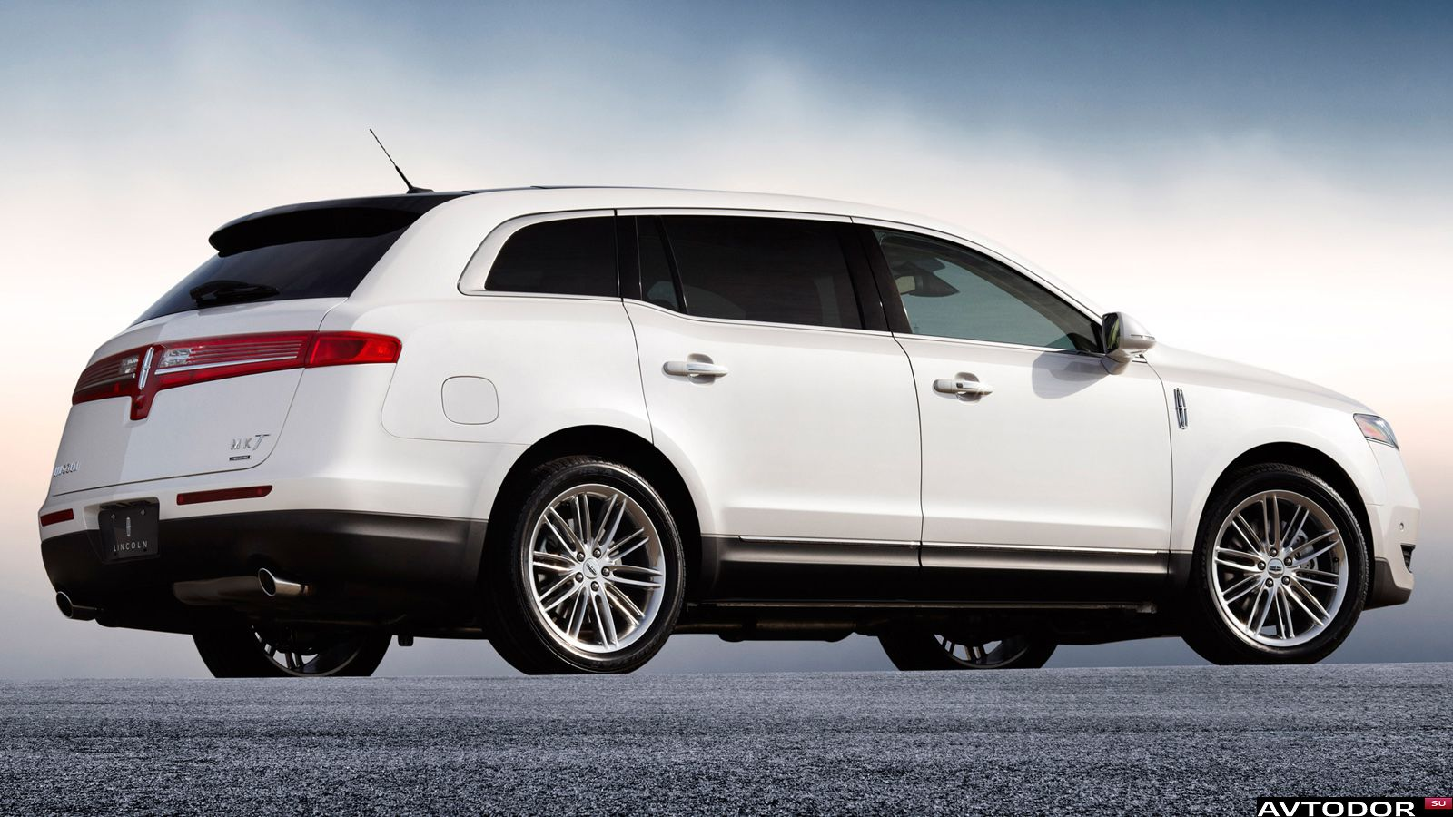 Lincoln MKT: 3 фото