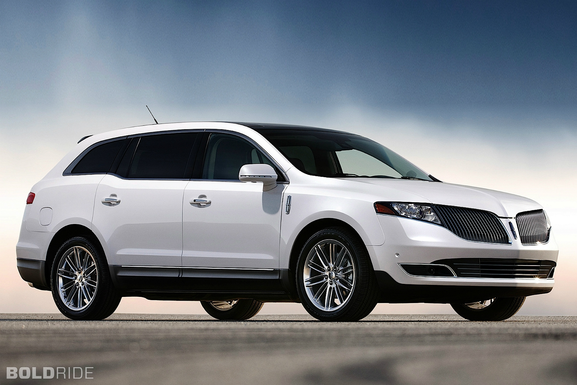 Lincoln MKT: 5 фото