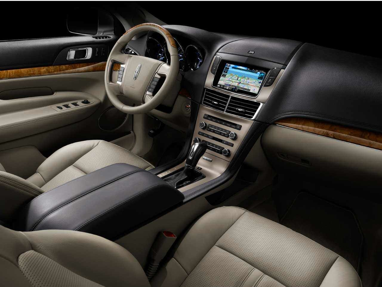 Lincoln MKT: 8 фото