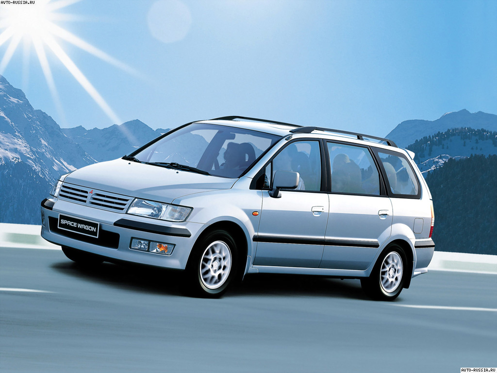 Mitsubishi Space Wagon: 3 фото