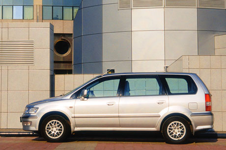 Mitsubishi Space Wagon: 4 фото