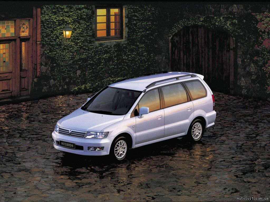 Mitsubishi Space Wagon: 7 фото