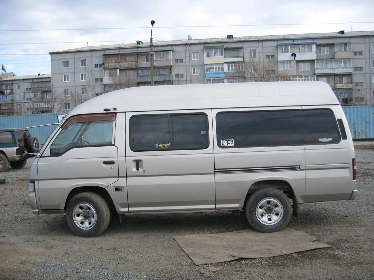 фото ниссан караван
