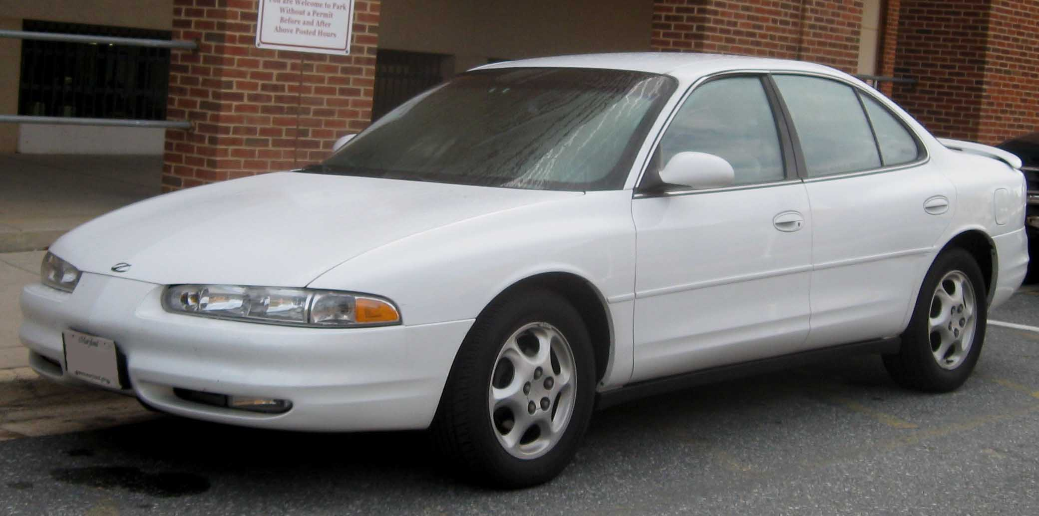 Oldsmobile Intrigue: 4 фото