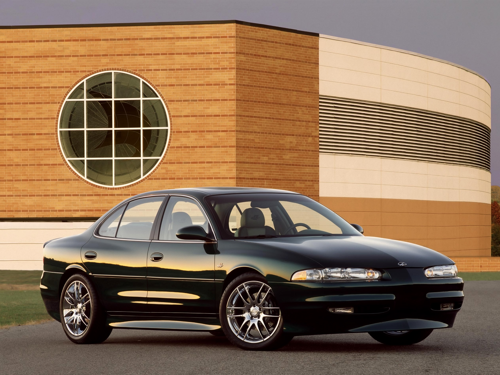 Oldsmobile Intrigue: 6 фото