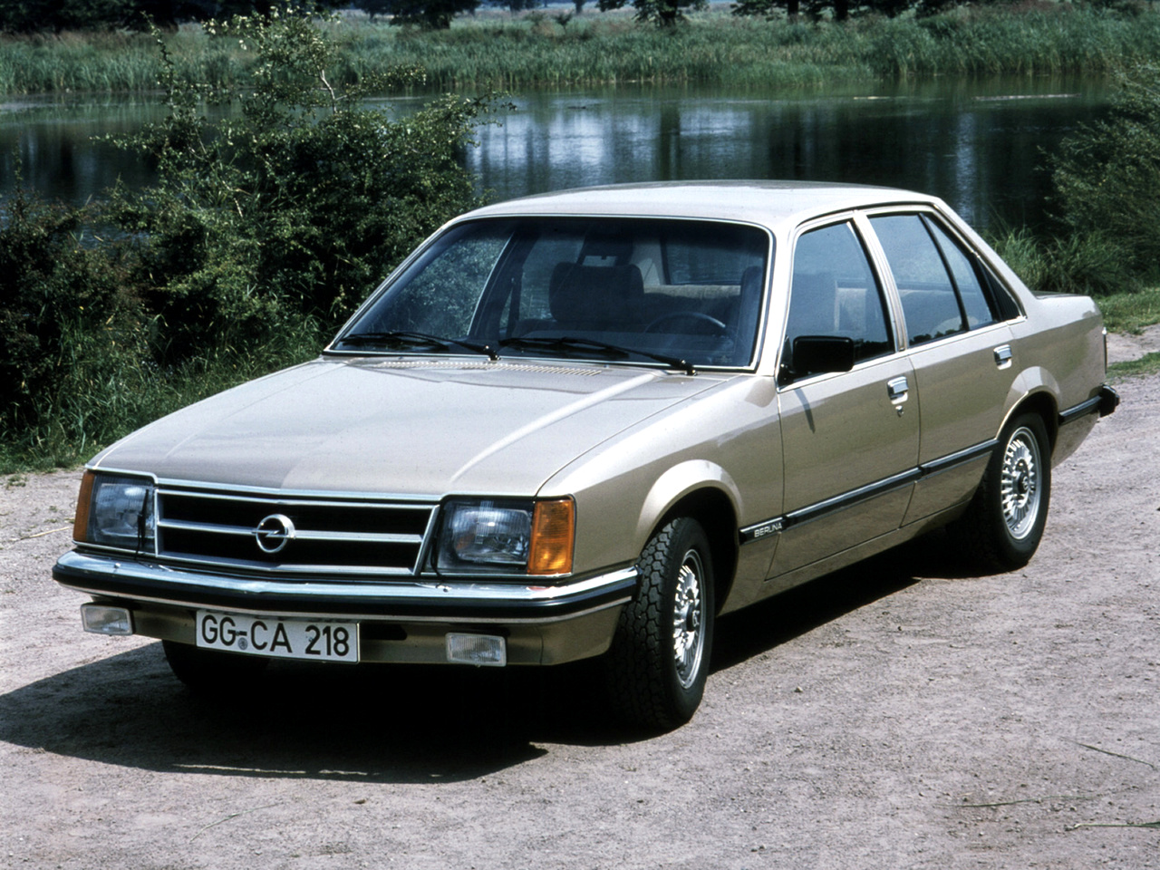 Opel Commodore: 4 фото