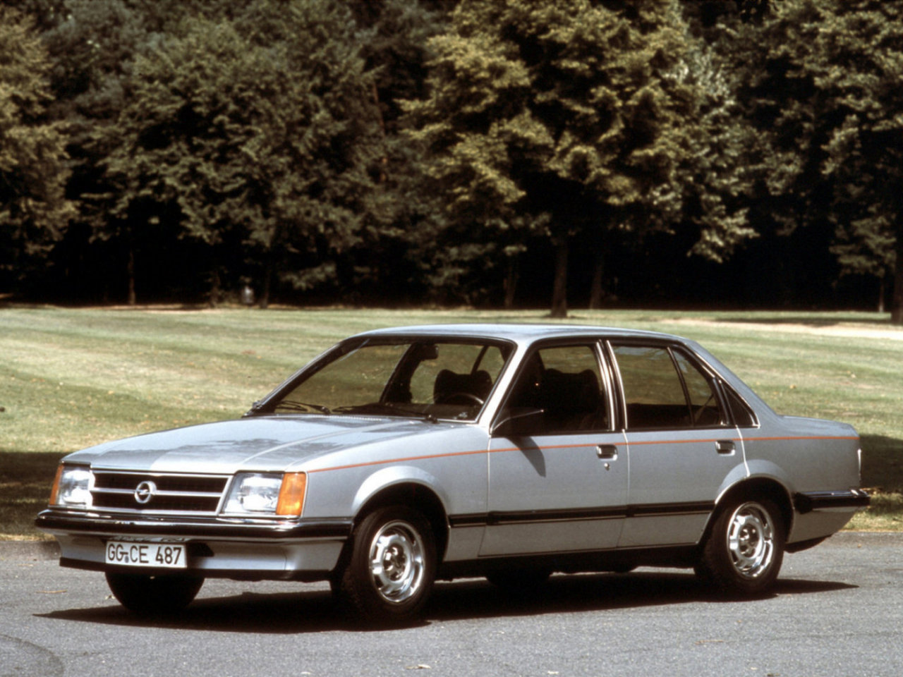 Opel Commodore: 6 фото