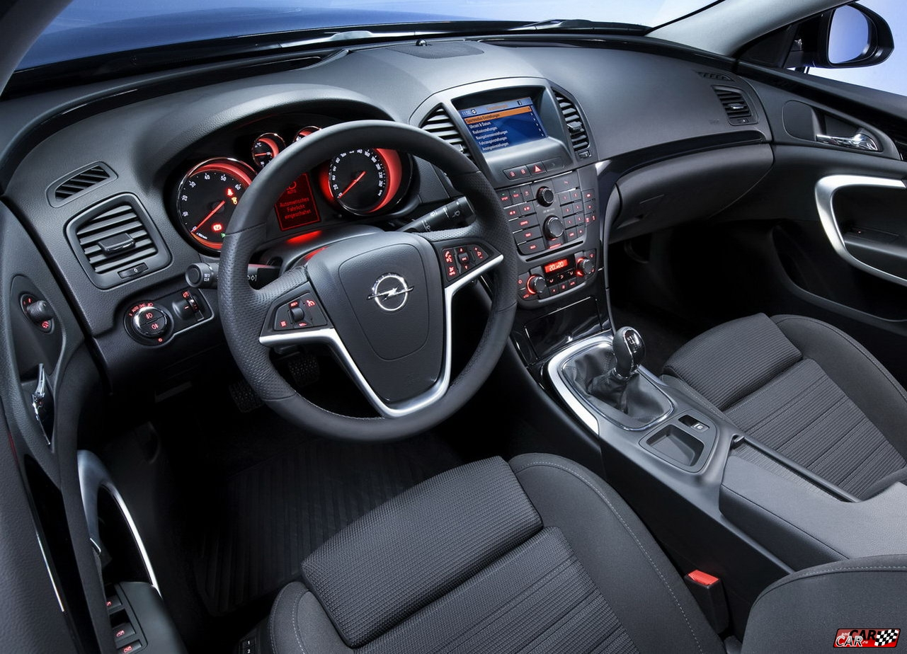 Opel Insignia Sports Tourer: 8 фото