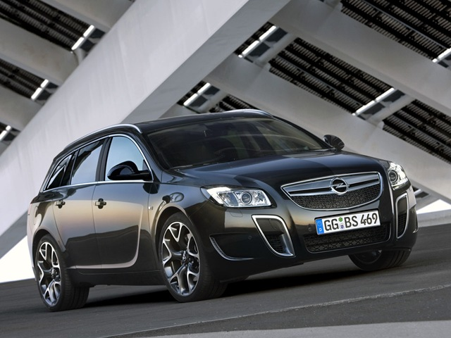Opel Insignia Sports Tourer: 11 фото