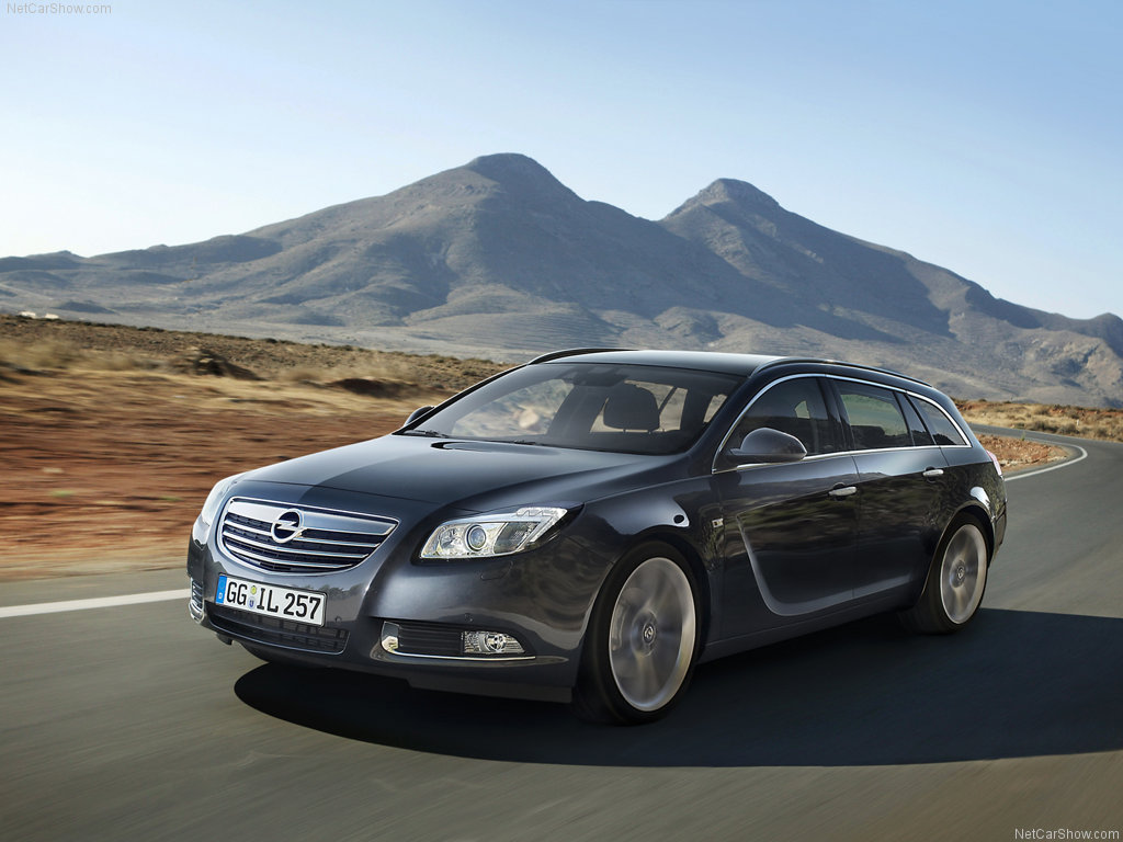 Opel Insignia Sports Tourer: 12 фото