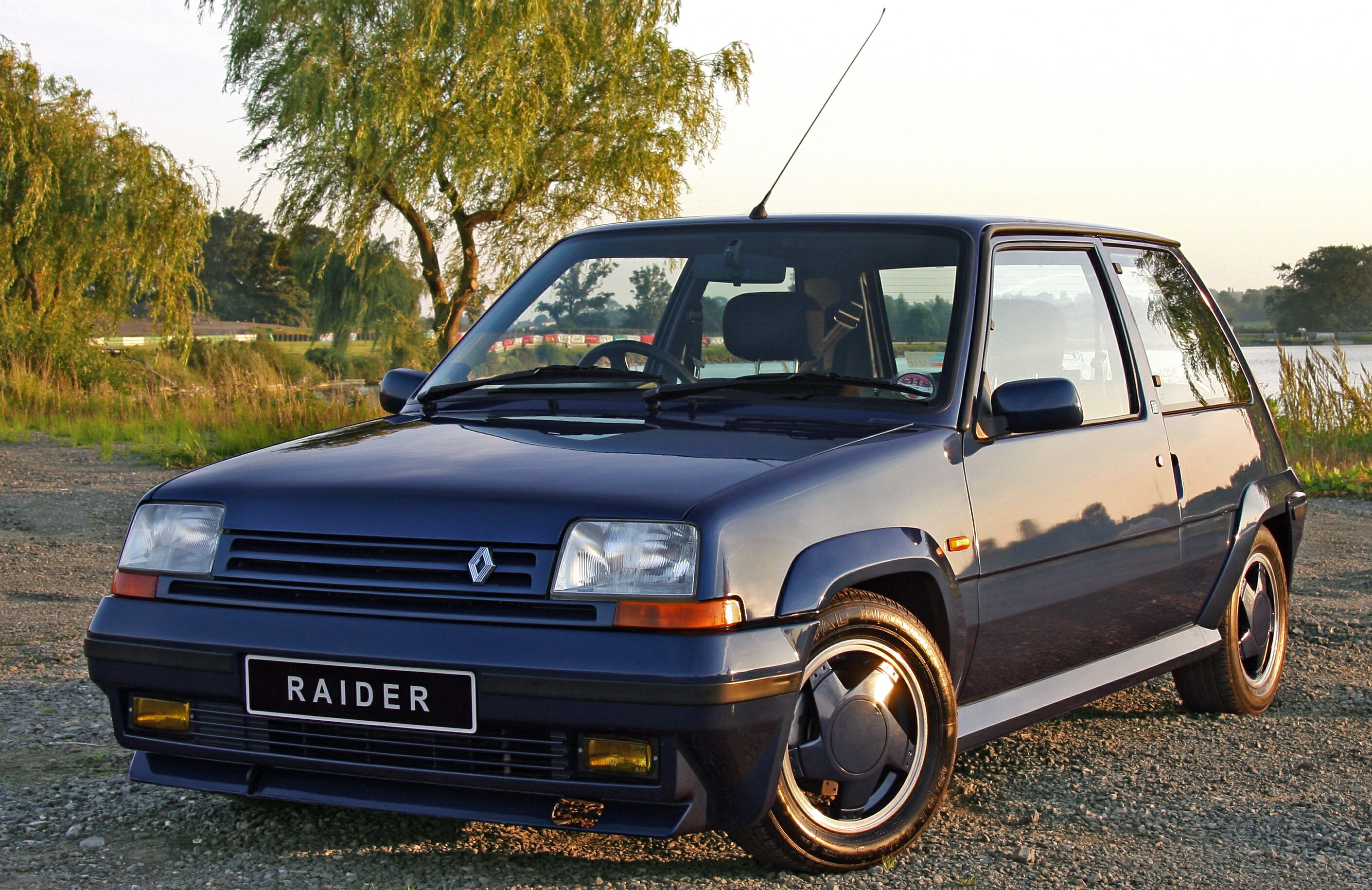 Renault 5 GT Turbo: 7 фото