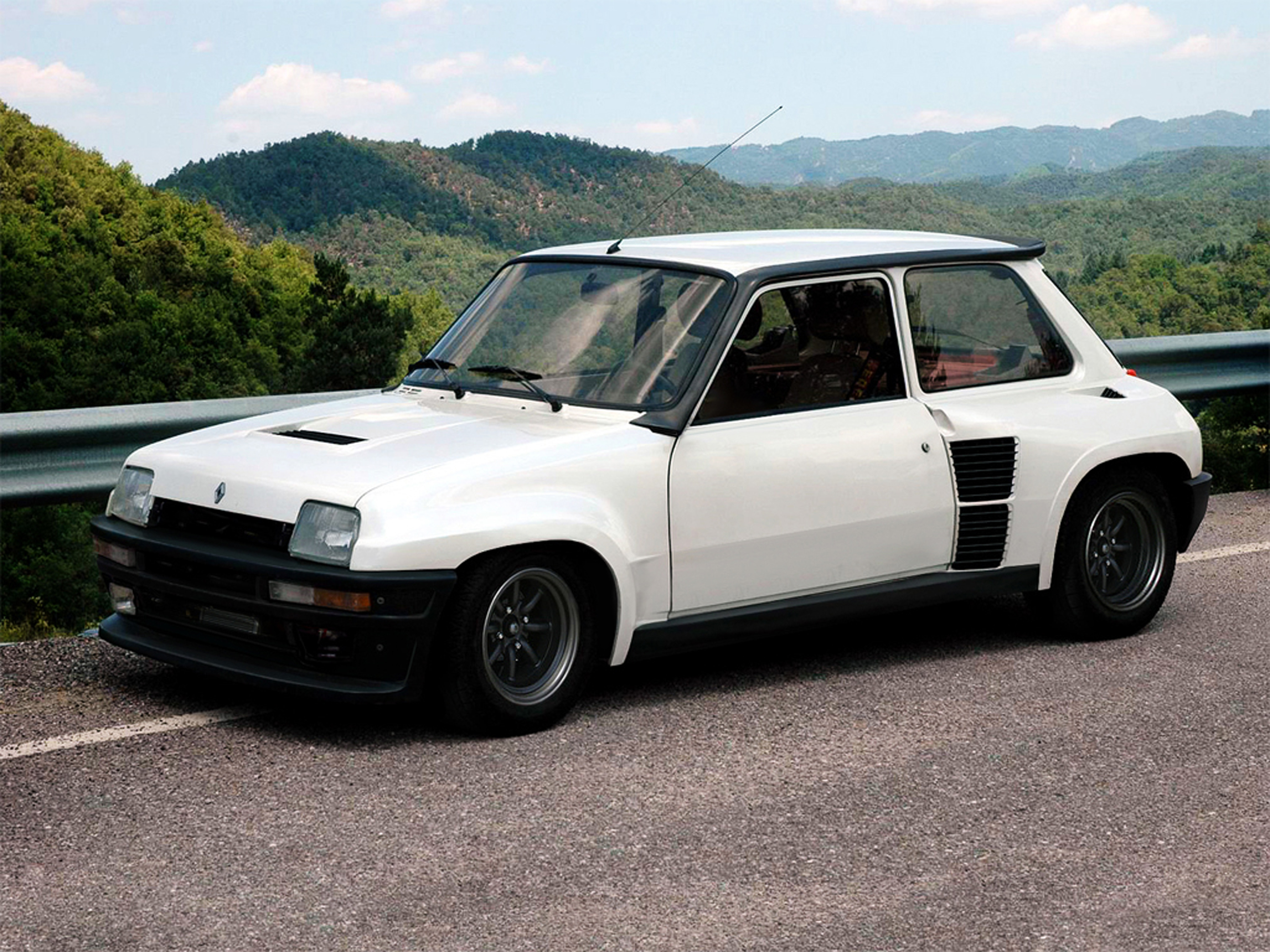 Renault 5 Turbo: 9 фото