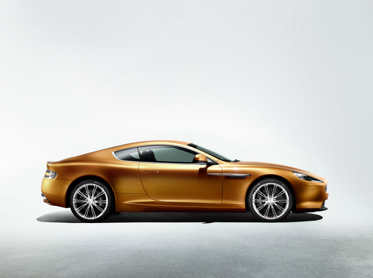 Aston Martin Virage: 06 фото