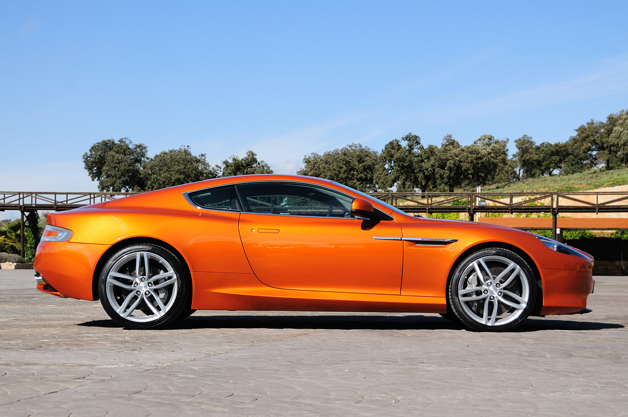 Aston Martin Virage: 07 фото