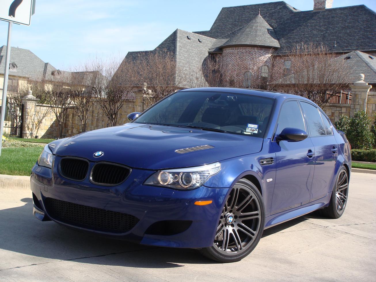 BMW M5 модель E60, характеристики автомобиля, фото.  BMW M5 E60 - это спортивный автомобиль четвертого поколения...