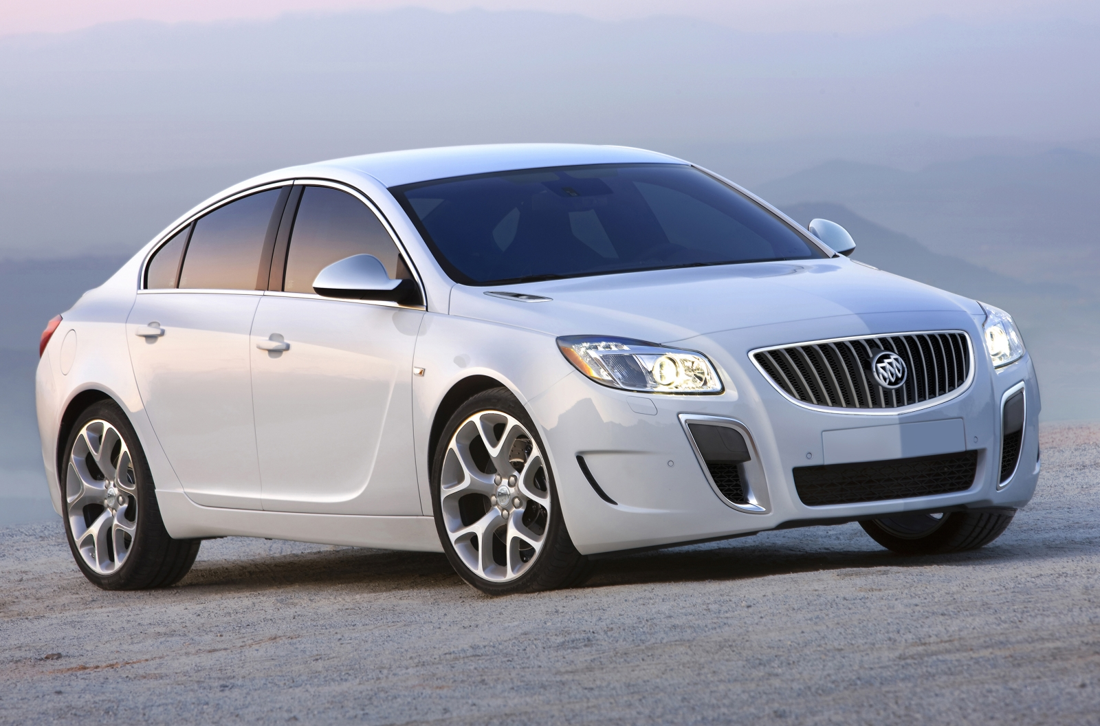 Buick Regal: 05 фото