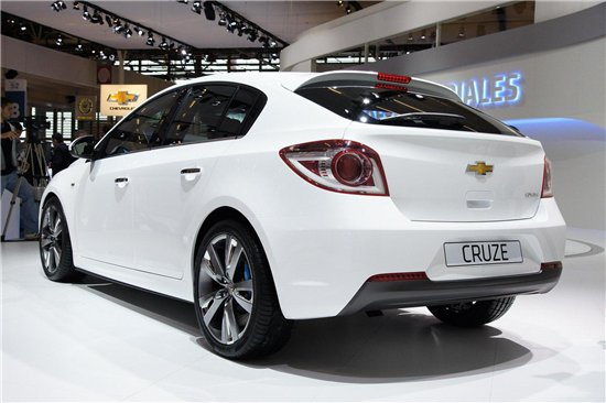 Chevrolet Cruze Hatchback: 04 фото