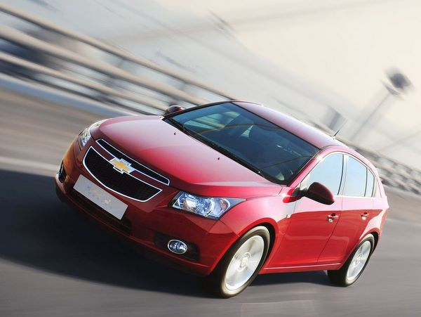 Chevrolet Cruze Hatchback: 05 фото