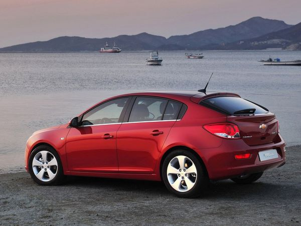 Chevrolet Cruze Hatchback: 07 фото