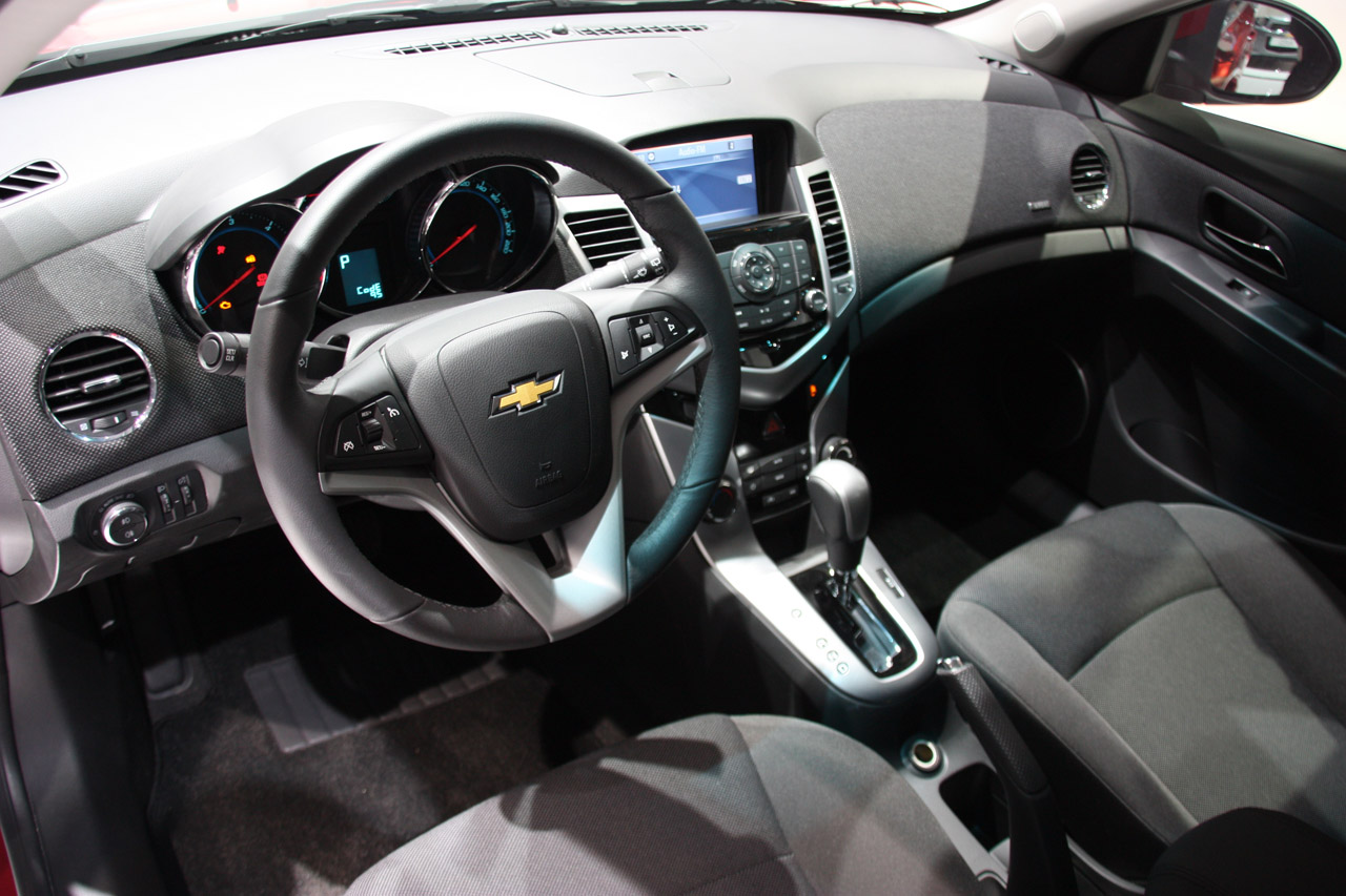 Chevrolet Cruze Hatchback: 11 фото