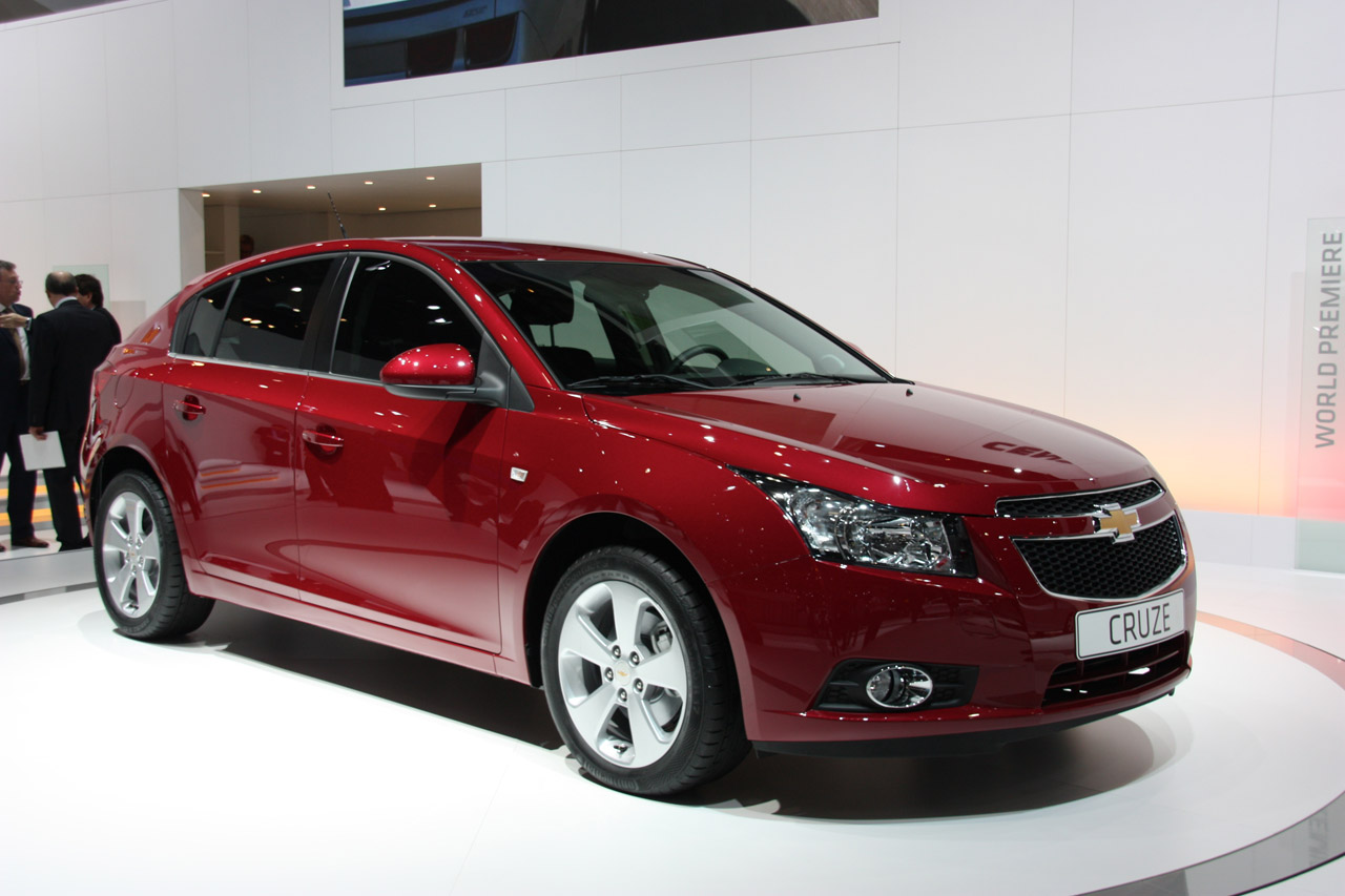 Chevrolet Cruze Hatchback: 12 фото