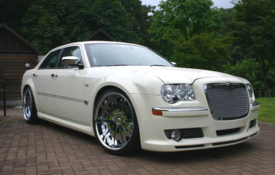 Chrysler 300C I: 05 фото