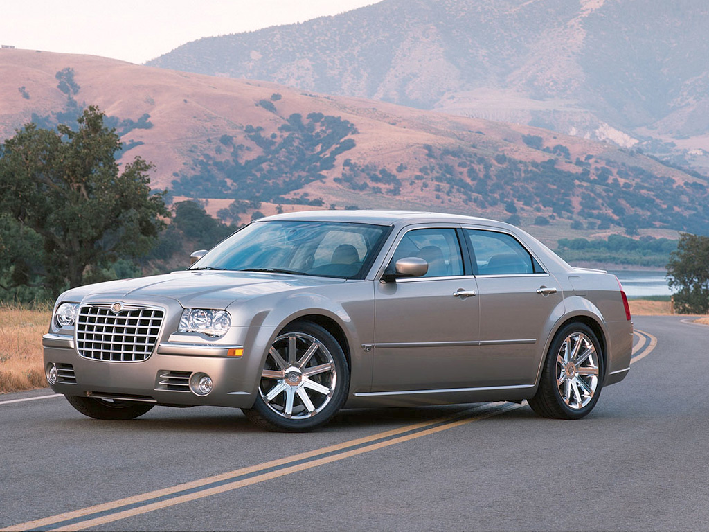 Chrysler 300C I: 08 фото