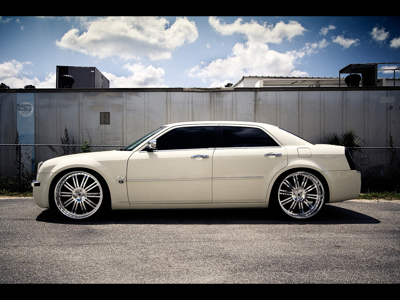 Chrysler 300C I: 10 фото