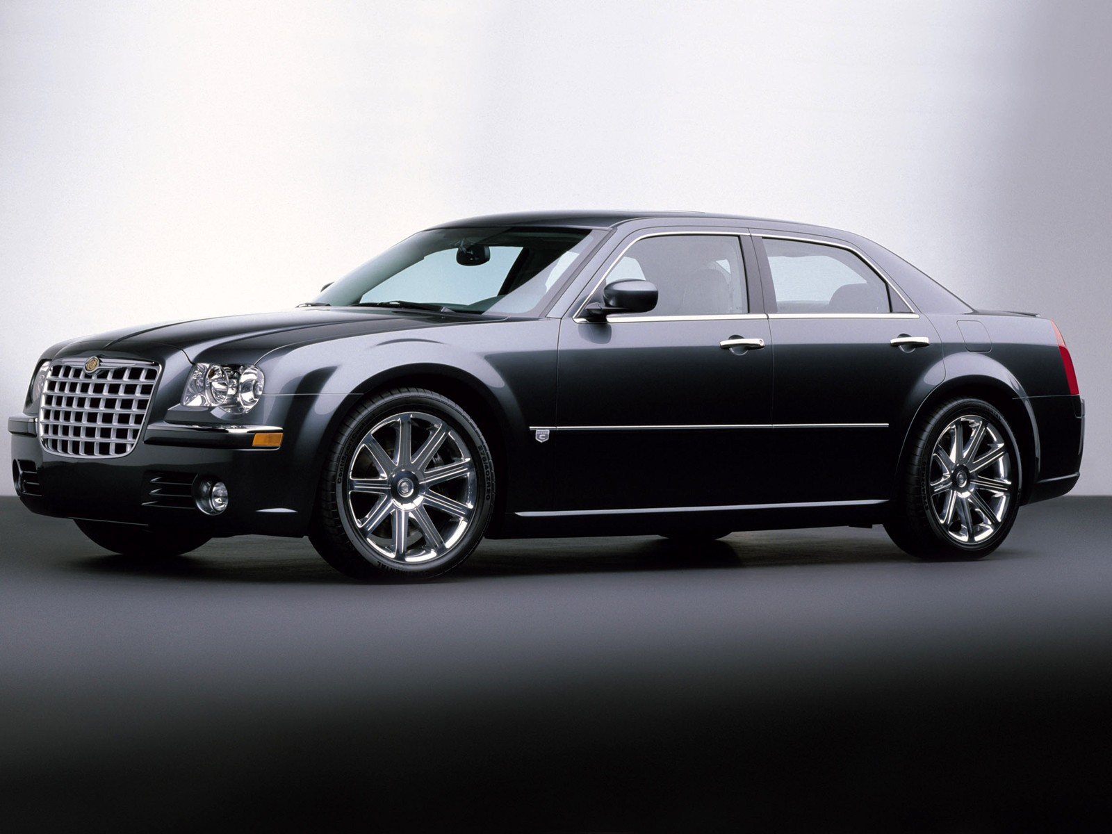 Chrysler 300C I: 11 фото