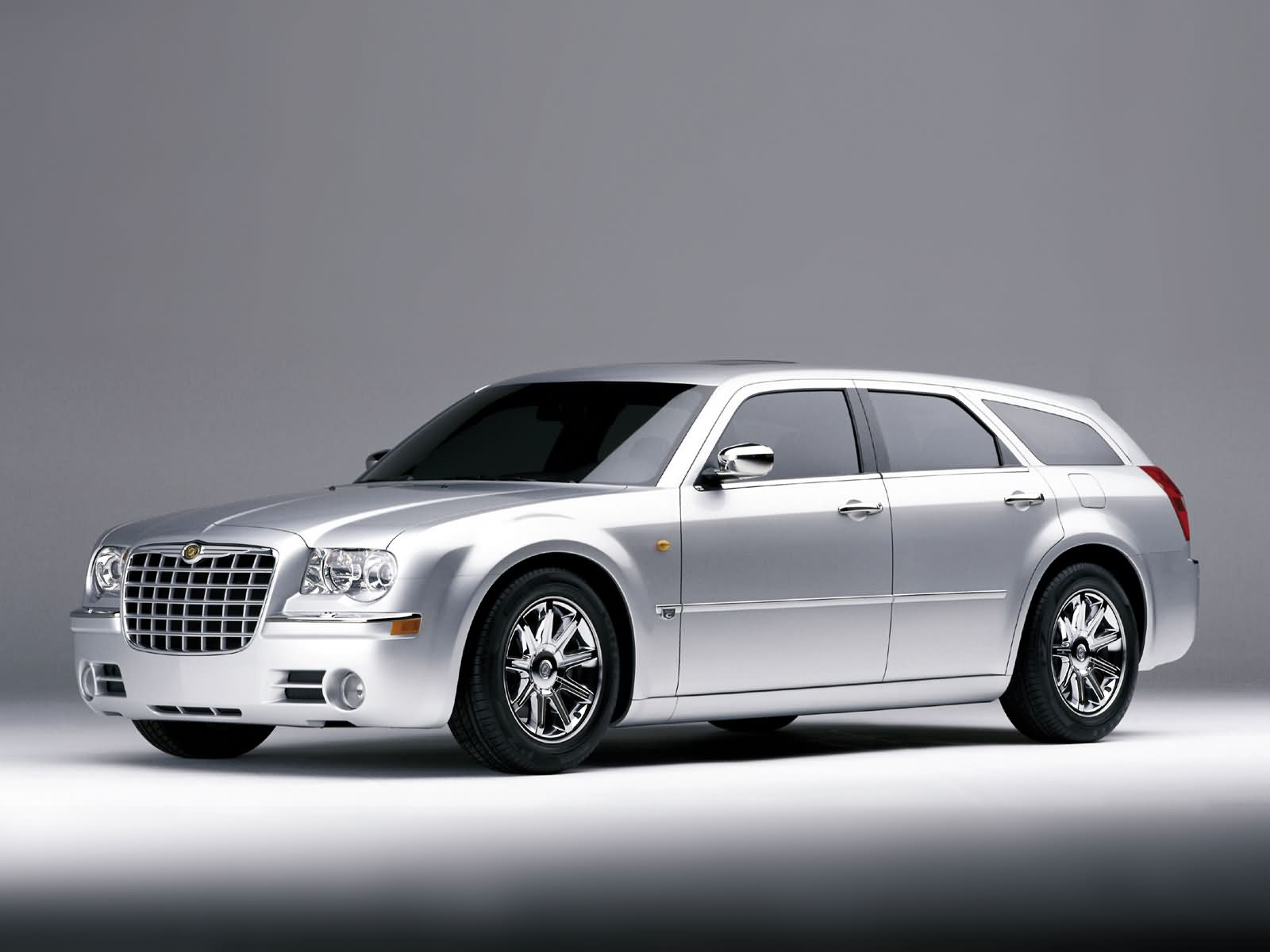 Chrysler 300C Touring: 11 фото
