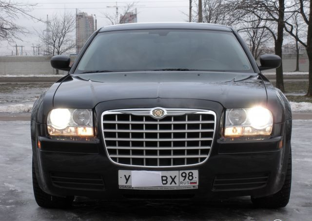 Chrysler 300C: 8 фото