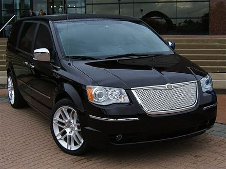 Chrysler Town and Country: 9 фото