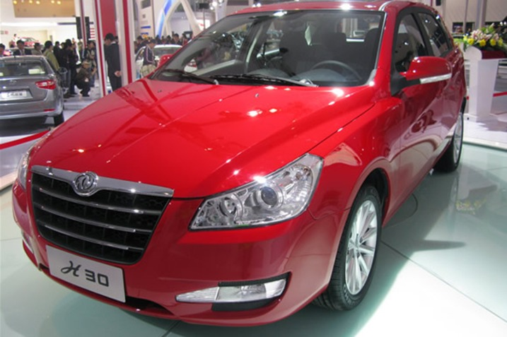 Dongfeng S30: 12 фото