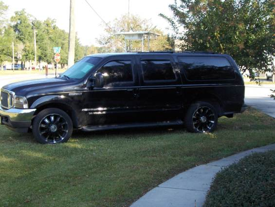 Ford Excursion: 8 фото