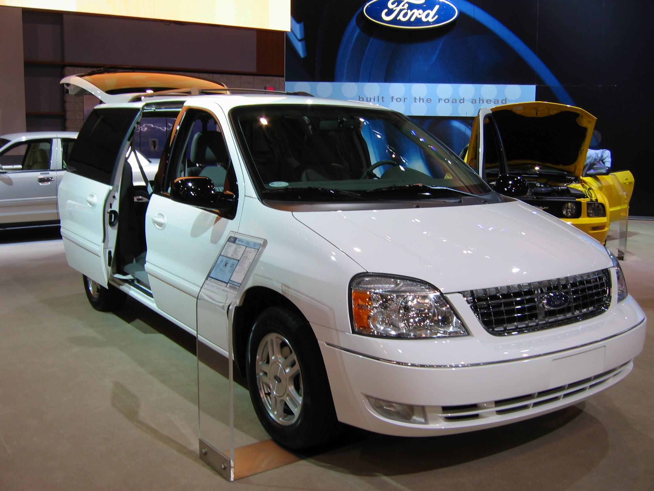 Ford Freestar: 9 фото