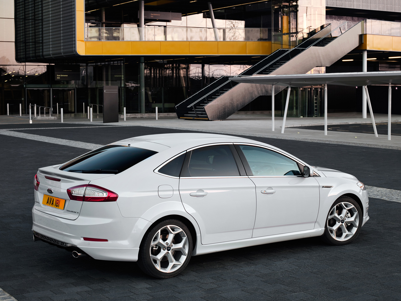 Ford Mondeo Hatchback: 04 фото