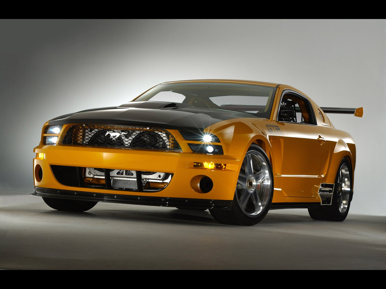 Ford Mustang: 3 фото
