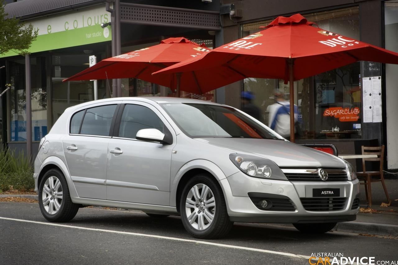 Holden Astra: 8 фото
