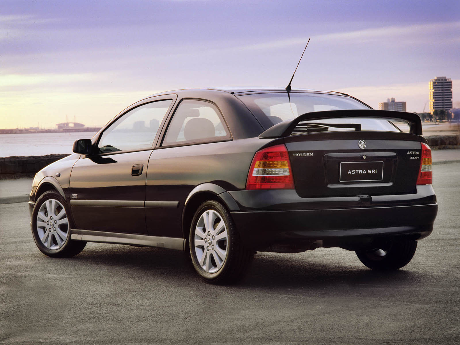 Holden Astra: 10 фото
