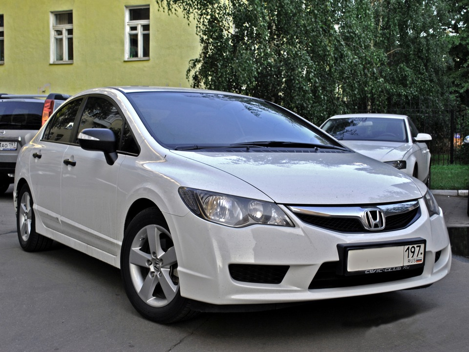Honda Civic 4D VIII: 03 фото