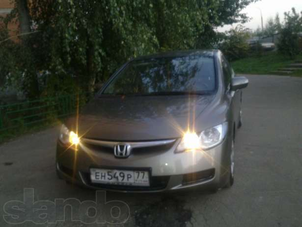 Honda Civic 4D VIII: 08 фото