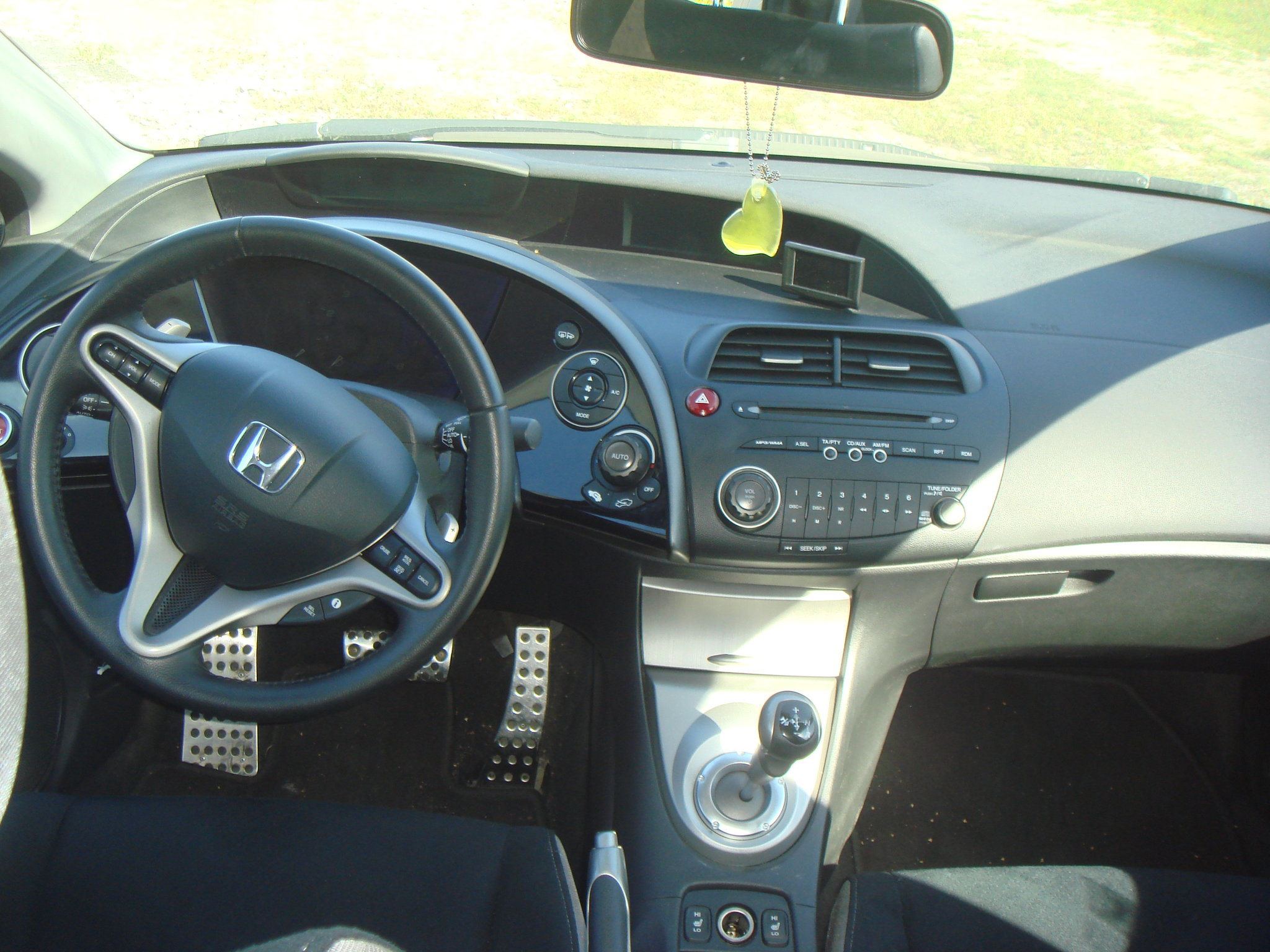 Honda Civic 4D VIII: 10 фото