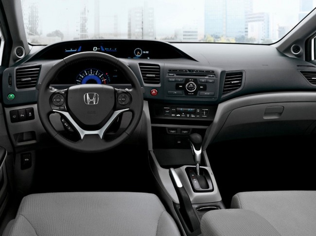 Honda Civic 4D VIII: 12 фото