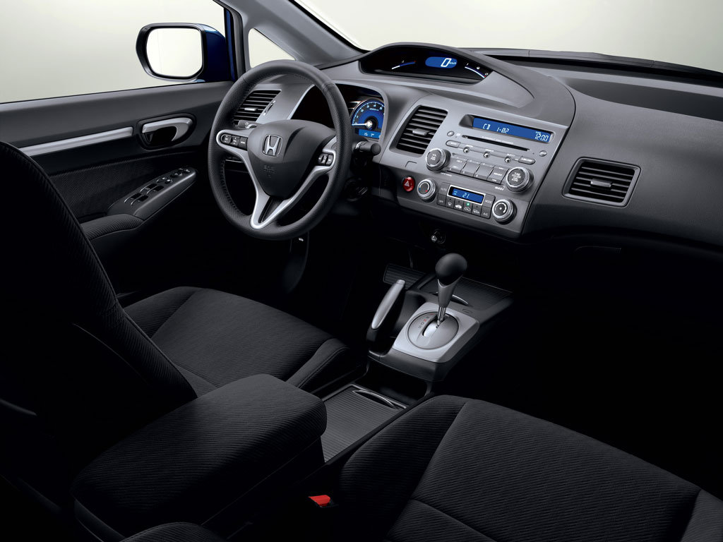 Honda Civic 4D: 07 фото