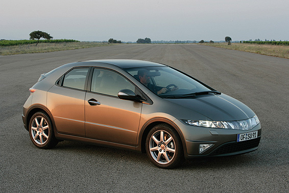Honda Civic 5D: 06 фото