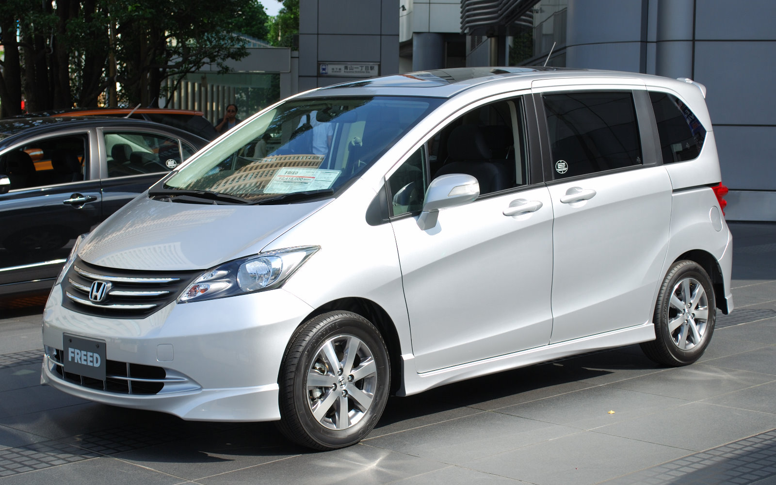 Honda Freed: 8 фото